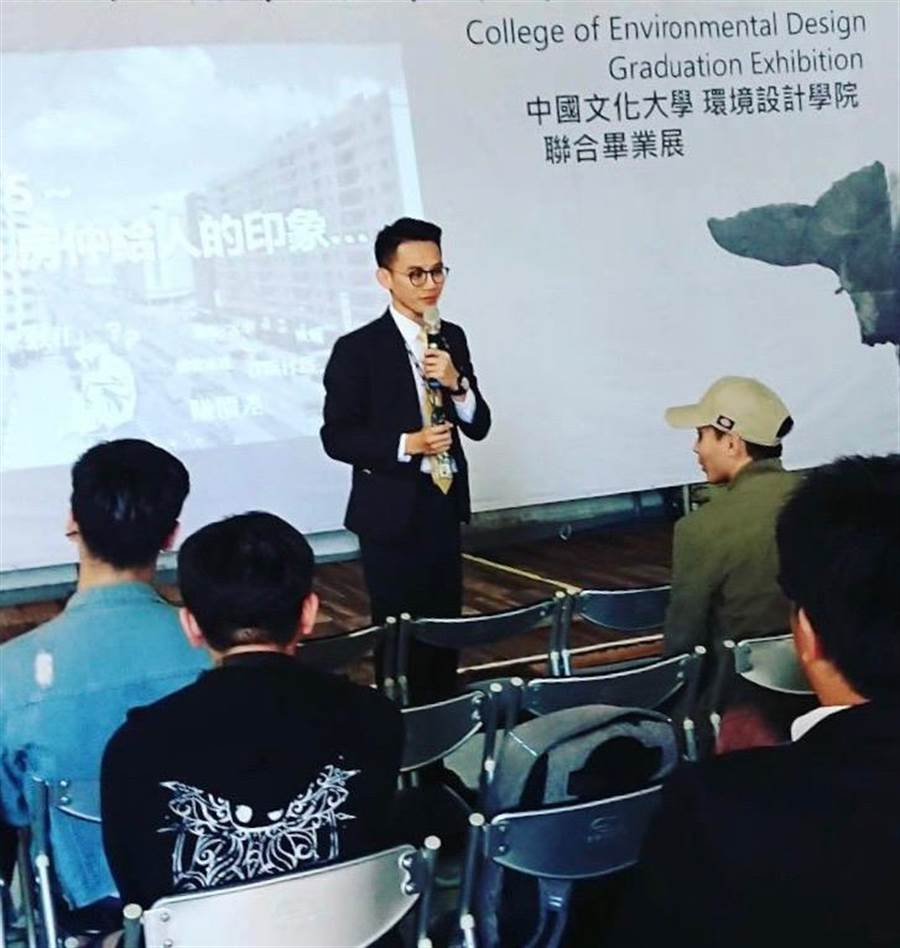 永慶房屋客法部經理陳繼先,畢業展講座中與大家分享「房仲產業發展」議題。