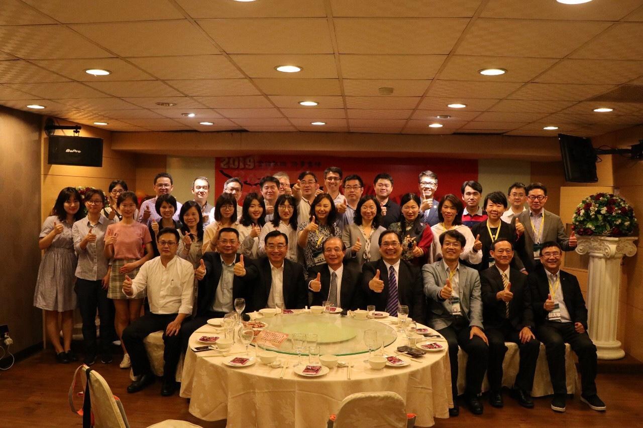 教育部前部長吳清基教授(前排中)勉勵本研討會之兩岸師生